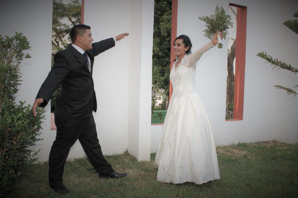 Sesión de pareja en recepción de boda