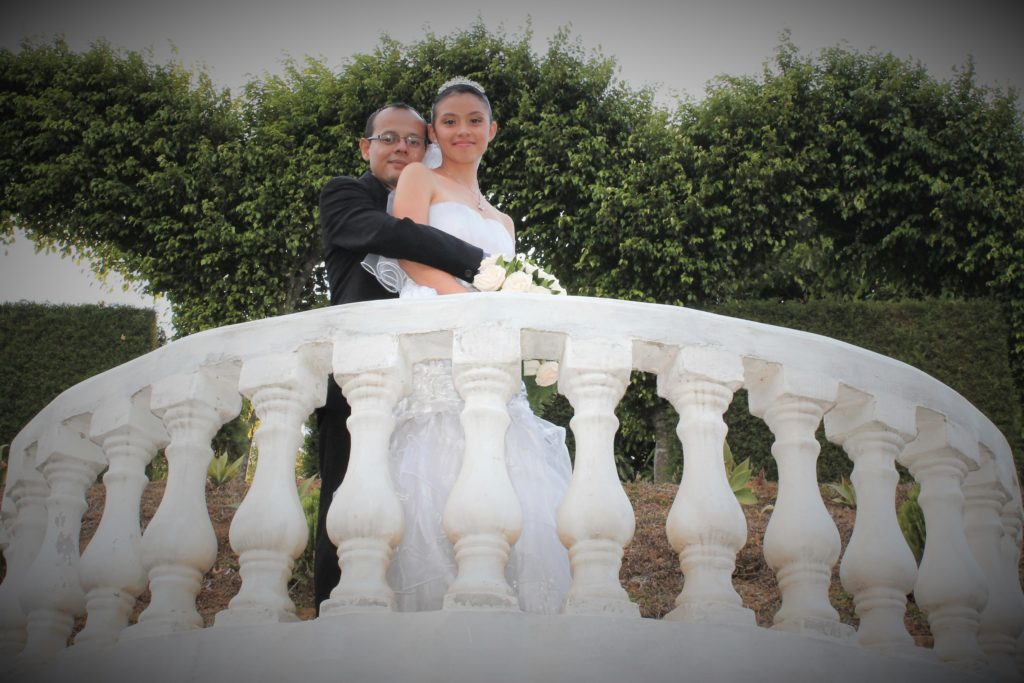 Sesión fotográfica de novios en boda Moros y Cristianos Salcoatitán